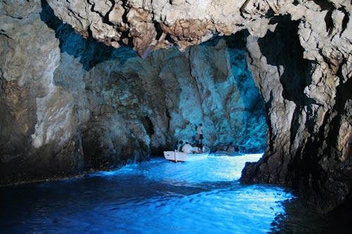 viaje-croacia-velero-cueva-bisevo-1