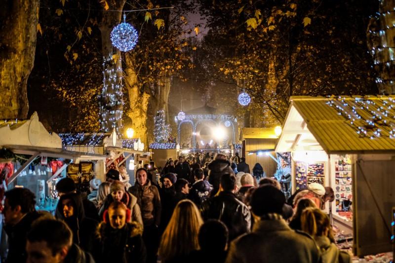 Puestos de Navidad en la plaza Zrinjevac